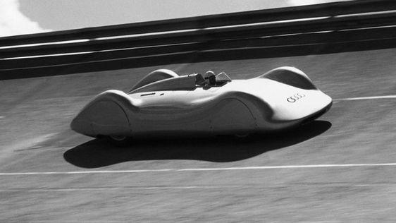 Der Typ C war die stärkste Ausbaustufe des 16-Zylinder-Rennwagens der Auto Union, der bis zu 560 PS hatte. Die Stromlinienkarosserie feierte beim Avus-Rennen 1937 Premiere, bei dem erstmals die neu errichtete Steilkurve befahren wurde. Noch im gleichen Jahr fuhr Bernd Rosemeyer mit diesem Rennwagen auf der Autobahn Frankfurt-Darmstadt zum ersten Mal eine Geschwindigkeit von über 400 km/h auf normaler Straße und stellte mehrere Geschwindigkeitsweltrekorde auf.
