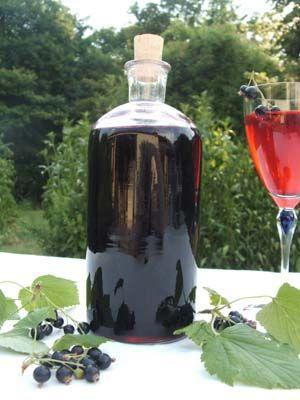 Ingrédients pour environ 2, 5 l de crème de cassis 1,5 kg de cassis - 2 bouteilles de vin rouge de type Bordeaux - sucre selon le poids du j...