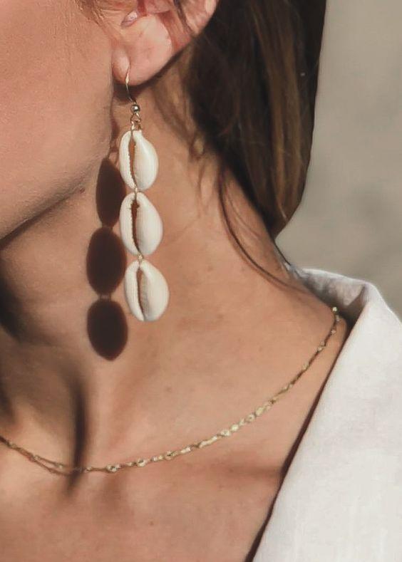 Shell Jewelry - Orecchini pendenti con cochiglie bianche