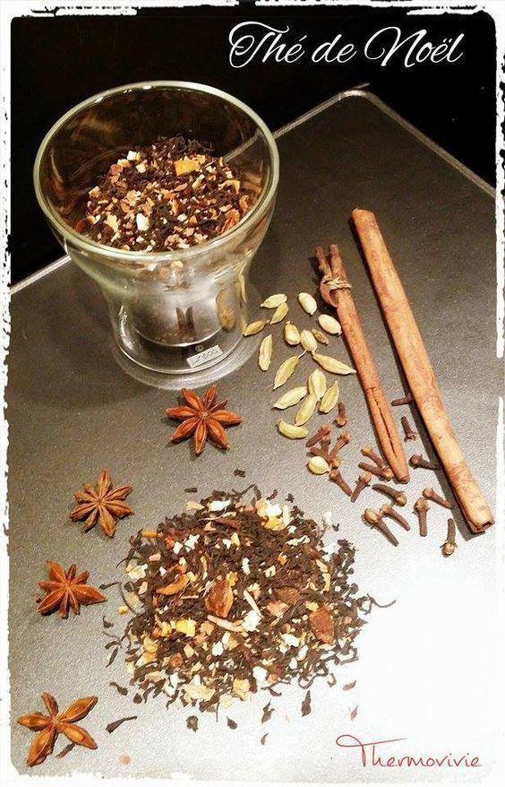 Après les épices de noël, le sucre de noël, la brioche de noël et toutes les autres recettes de noël, il ne manquait plus que le thé de noël. Ingrédients : - 100 gr de thé noir - 1 orange bio - 1 citron bio - 1 cuillère à café de vanille en poudre - 1...