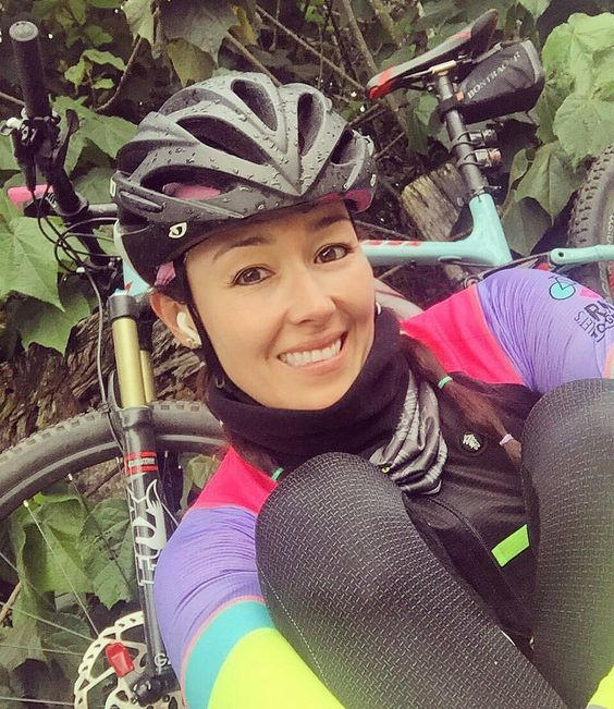 @amilelo -  Que no falte el entrenamiento dominical ni la foto kilómetros y lluvia récord personal en el alto del  #WomenCycling #GirlPower #BikeLove #InstaBike #Cycling #iLoveMyBike #Bici #women100 #CyclingShots #BikingRepost #Amazing #women #kitfit #RoadBike #mtb #CyclingLife #srammtb #Happiness #porncycling #outsideisfree #gopro #RouteBike #cyclingShots