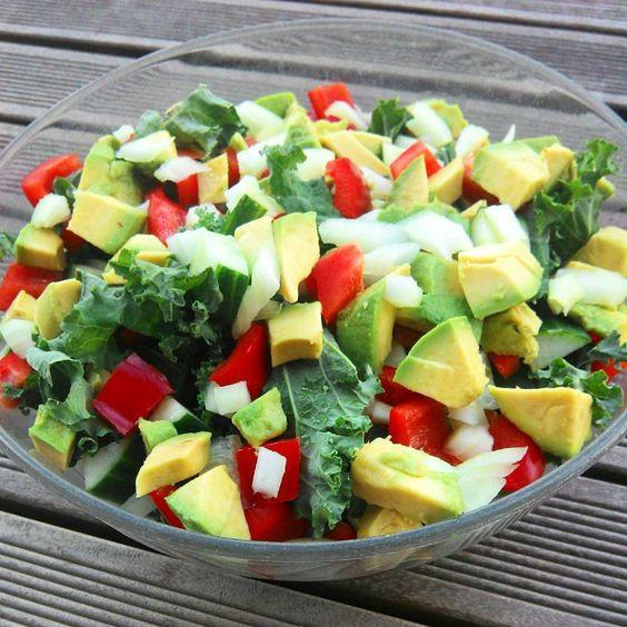 Gemischter Salat mit Avocado / mixed salad with avocado