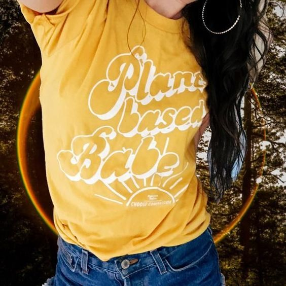 VEGAN SHIRTS with a 70s twist // The Plant Based Babe tee by Barefoot Babes Apparel // www.barefootbabesapparel.com