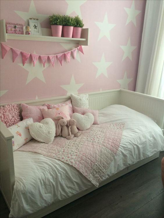 Leuk: meisje roze met witte sterren en jongen blauw met witte sterren aan de overkant.