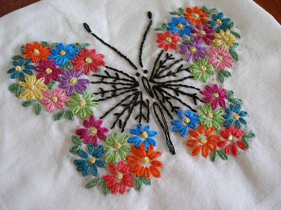 bordado de borboleta colorida Butterfly by Beetastic Vogart 692