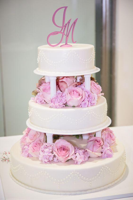 Hochzeitstorte weiß, rosé, rosa, pastell, mit echten Blumen ...