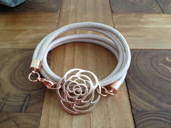 Wickelarmband, Leder, nude, rosegold, flower von moanda auf DaWanda.com