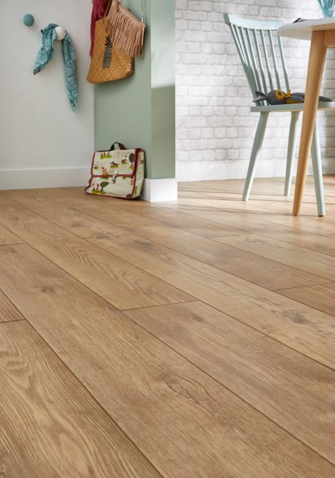 Stratifie Alesio Chene Naturel 10mm Vendu A La Botte Renovation Maison Sol Stratifie Revetement Sol