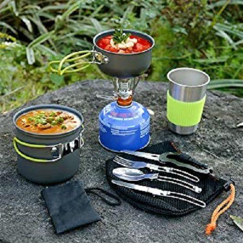 Urlaub auf dem Campingplatz ist erst so richtig gemütlich, wenn ihr auch an das Koch- & Essgeschirr gedacht habt. Denn ohne Kochtöpfe & Pfannen lässt sich ein Essen nur schwierig zubereiten und wer nicht aus der Hand mit den Fingern Hand essen möchte, sorgt vor mit Camping-Tellern, Tassen, Schüsseln & Besteck. Die auf ODOLAND erhältlichen Koch- & Geschirrsets aus Metall oder BPA-freien Kunststoff sind speziell zum Campen geeignet, sind leicht, stabil und in... *Pin enthält Werbelink