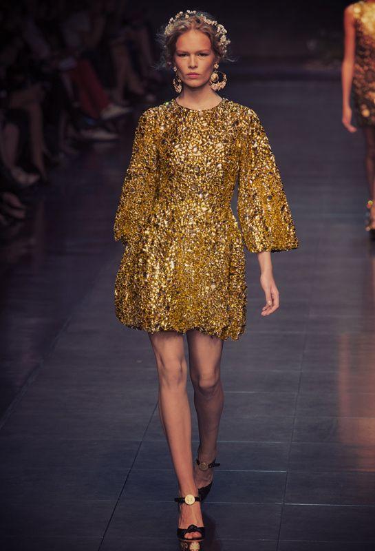 Le total look gold du show Dolce & Gabbana printemps-été 2014…