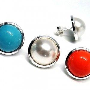 Pendientes de plata de primera ley con filo en plata lisa y media perla de 1,2 cm de diametro de color a elegir blanco, rojo o azul y cierre de presion