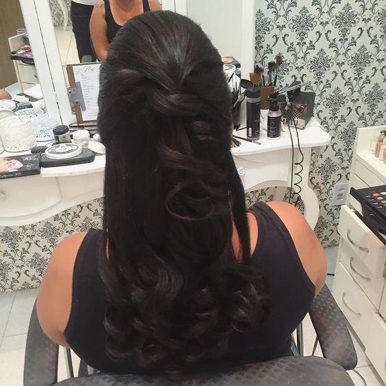 Produção com penteado e maquiagem  assinados por Cíntia Mattos para formanda Noelle! #penteados #hair #makeairbrush #makeup #studiocintiamattos #cintiamattos #wedding #casamento #bride #noiva #sounoivacintiamattos by studiocintiamattos