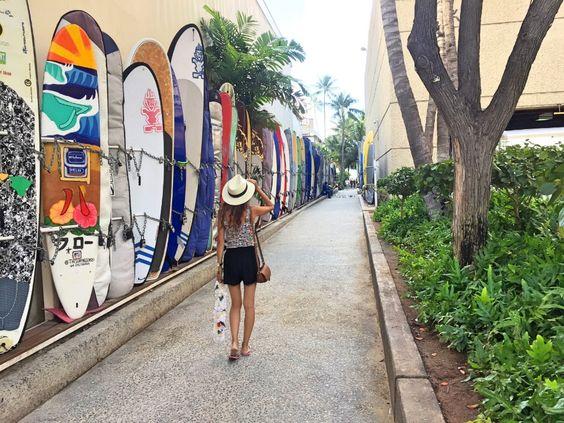 ハワイのサーフボード路地