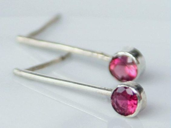 Beautiful pink tourmaline sparkle at the end of these beautiful 18k unplated white gold earrings. Simple and elegant, they frame the face beautifully.These earrings can easily be customized to your taste, with different gemstones or gold coloursLe...