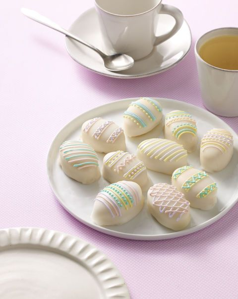 These are playful and beautiful Easter treats that you can make ahead for a party or have fun making with the whole family. Recipe: Lemon Cakes