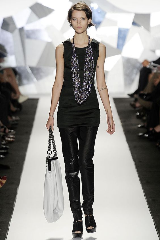 4 years later and I still love this. Vera Wang Spring 2009.