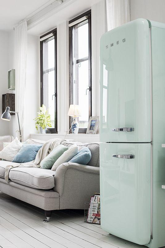 refrigerador smeg verde agua na sala