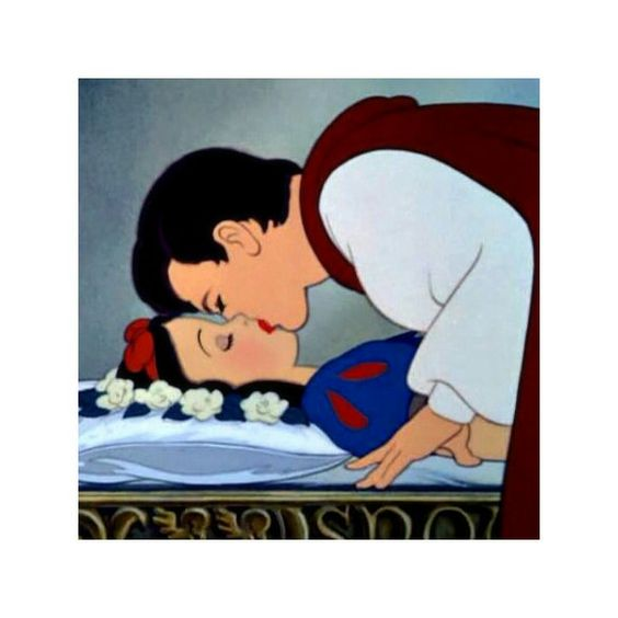 Sneeuwwitje wakker gekust door haar prins...