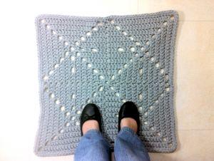 Trapillo diy tutorial and granny squares on pinterest - Alfombra de trapillo cuadrada ...