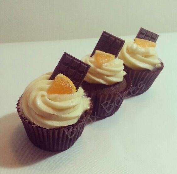 cream cheese frosting, Chocolate cream and Chocolate cupcakes ...