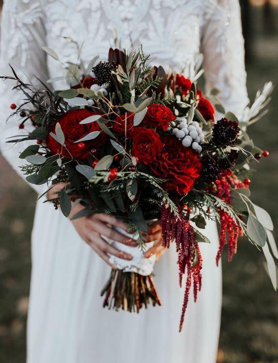 red winter bouquet #wedding #weddings #weddingflower #weddingbouquet #bridebouquet #bridalbouquet #fallweddingflower