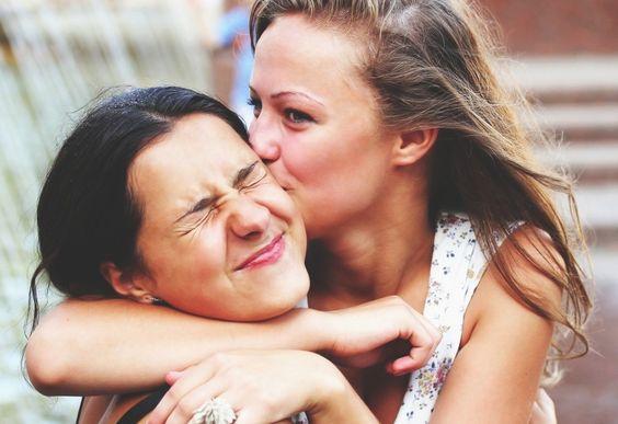 17 choses qui vous arrivent obligatoirement quand vous connaissez quelqu'un depuis toujours !