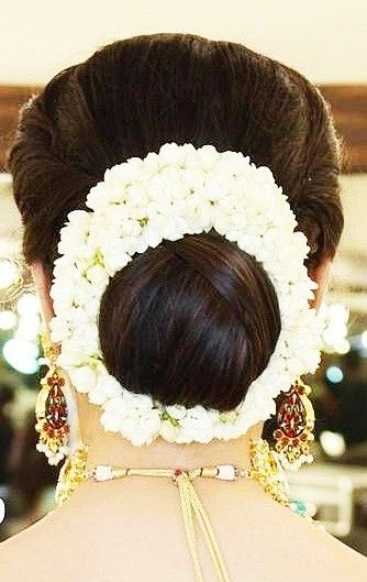 What A Beautiful Large Low Bun With Real Flower Gajra Care However Should Be Taken Before Adopti Low Bun Wedding Hair Flowers In Hair Wedding Hair Inspiration