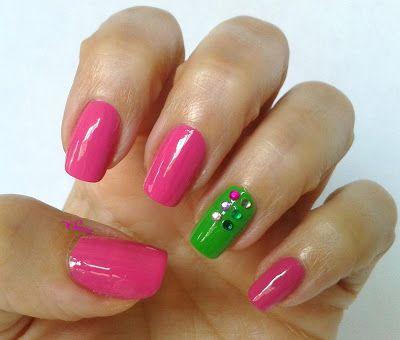 Manicura Fucsia y Verde. Especial 1ª Comunión Inmaculada. http://www.elmaletindesonso.com.es/2013/05/manicura-fucsia-y-verde-especial-1.html