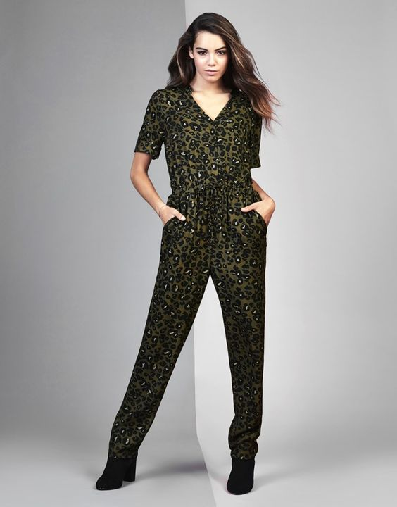 Get the feel, to roar into the jungle after wearing this animal print jumpsuit from Nine by Savannah Miller! With all over animal print and plunge neckline, you are sure to catch every eye! Perfect to wear for a casual day out with friends.Team flats with this look and throw in some wild vibes.