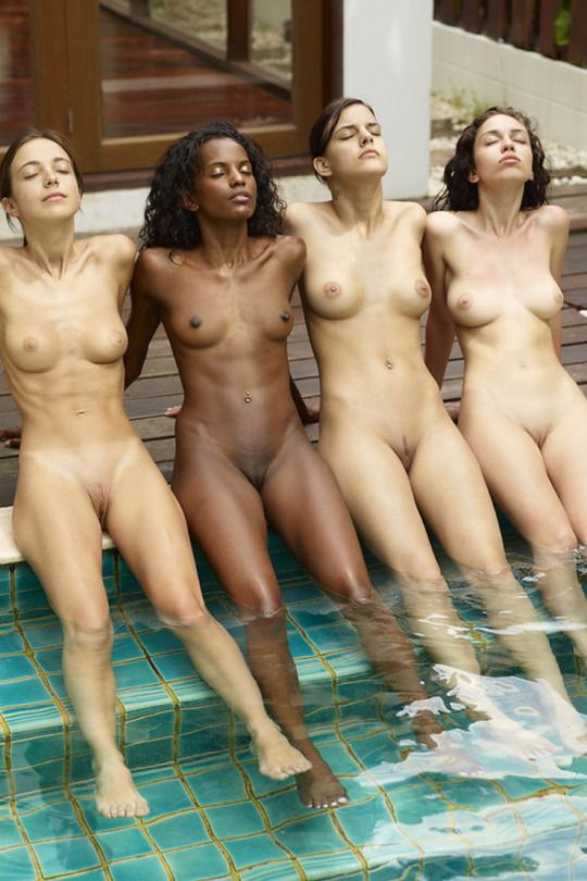 naked-college-girls-pool