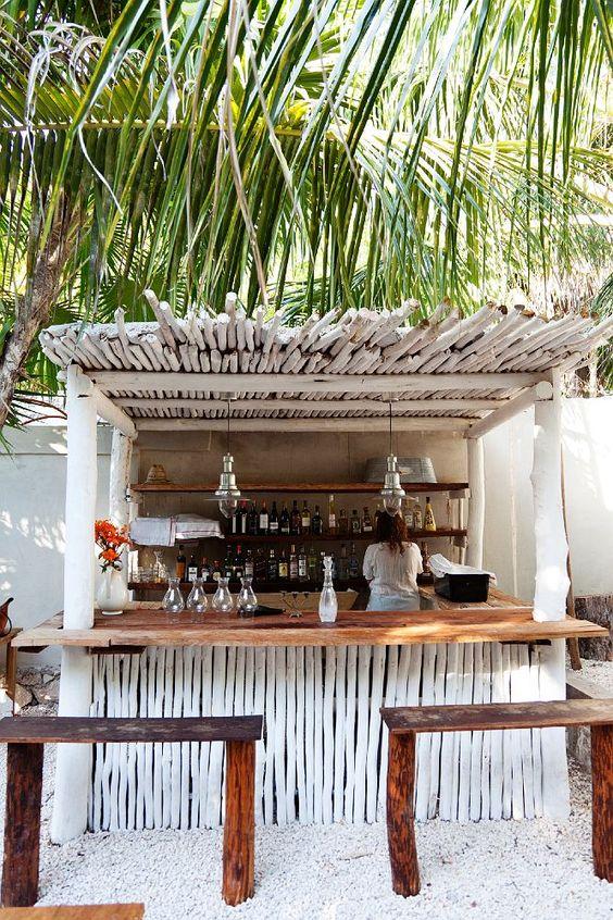 """Bar en roseaux peint en blanc avec """"appuie fesses"""" bois brute"""
