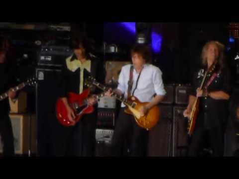 Paul McCartney and Nirvana - Golden Slumbers / Carry That Weight / The End (Live 7/19/2013) - YouTube