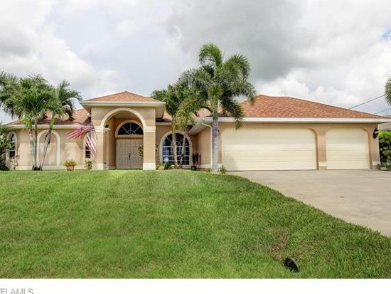 1215 Nw 9th Pl Cape Coral Fl 33993 Zillow Florida Home Cape Coral House Styles