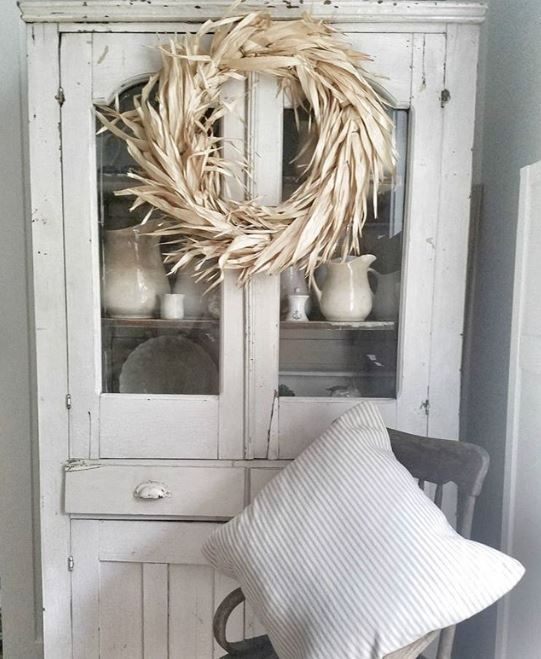 Subtle touches of fall. Dried corn husk wreath.