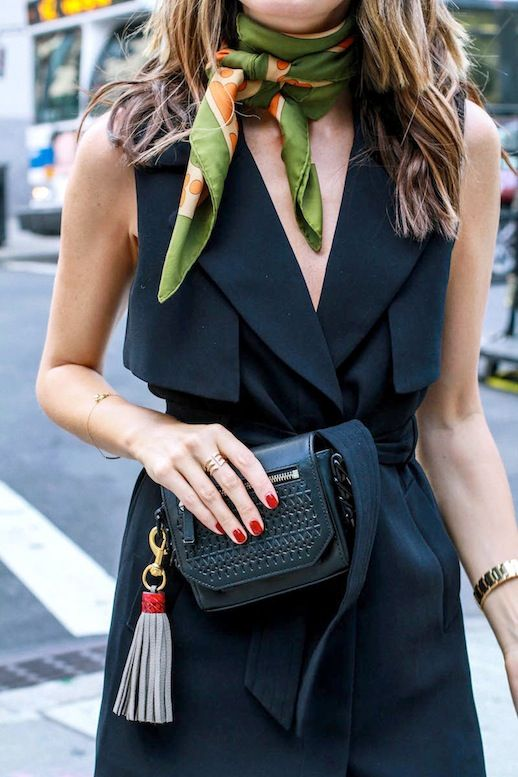 An Ultra-Chic Way To Wear A Silk Scarf For Spring | Le Fashion | Bloglovin'