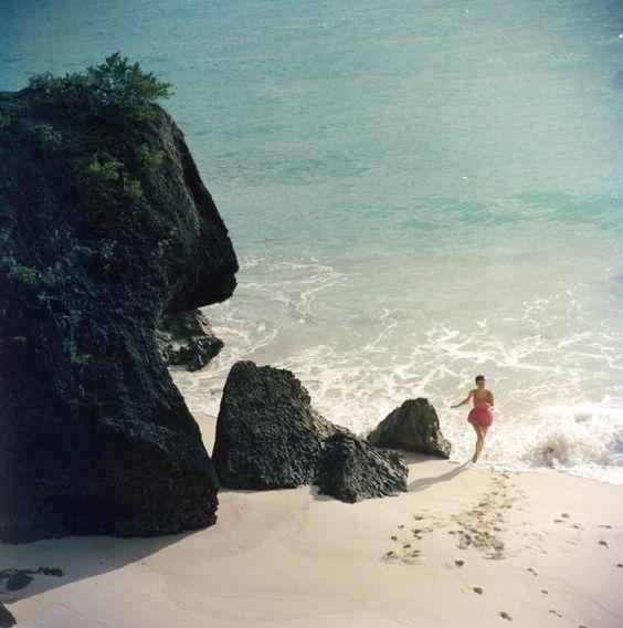 Bermuda Beach. Slim Aarons.: