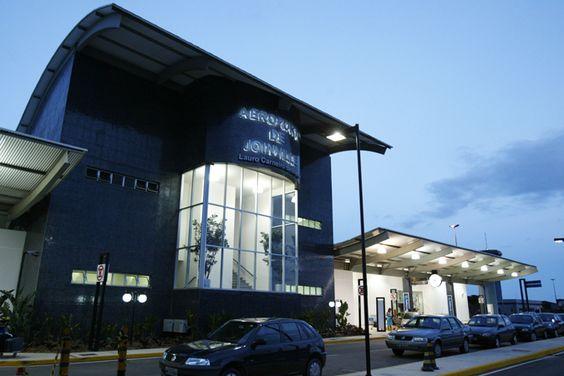 Aeroporto de Joinville inova com conectores de embarque