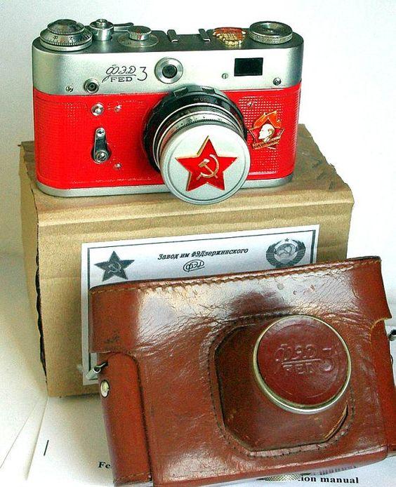 LEICA copia russa FED-3 con lente Industar-61 IN scatola. VIENE FORNITO CON MANUALE IN INGLESE! ------------------------------------------ Il costo di spedizione per qualsiasi paese tranne Australia e Canada, posta aerea registrata da Mosca con il numero di tracking è $ 19,90. ------------------------------------------  La fotocamera viene lasciata fuori in un anno del 50 ° anniversario della rivoluzione comunista del 1917. Corpo ha Vladimir Lenin bassorilievo e iscrizione in Russo: sempre…