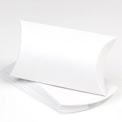 Contenant à dragées ou bonbons en carton.   A agrémenter d'une étiquette, d'un ruban, ou comme tel à utiliser en marque-place.   Se monte en rabattant les cotés l'un sur l'autre