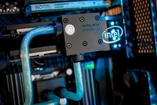 intel-pearly-custom-liquid-cooled-12