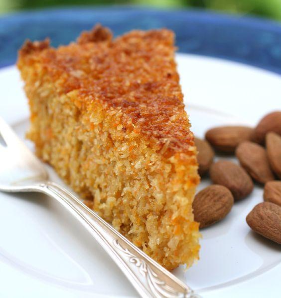 Torta di carote e cocco senza farina | http://www.ilpastonudo.it/dolci/torta-di-carote-e-cocco-senza-farina/
