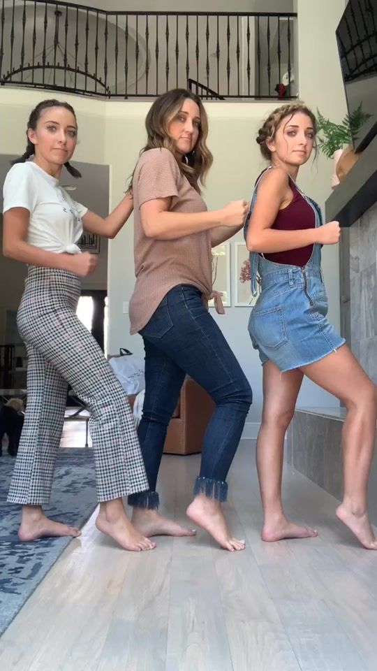 Brooklyn And Bailey Brooklynandbailey On Tiktok When Your Mom Can Work It Mom Foryou Foryoup Brooklyn And Bailey Brooklyn And Bailey Youtube Cool Outfits