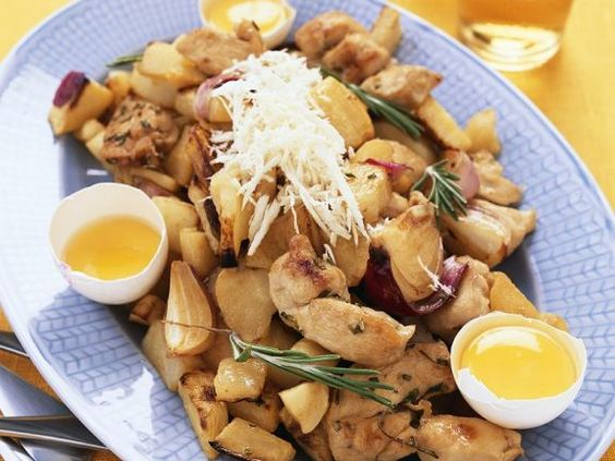 Ofengebackene Hähnchenbrust mit Kartoffeln ist ein Rezept mit frischen Zutaten aus der Kategorie Hähnchen. Probieren Sie dieses und weitere Rezepte von EAT SMARTER!