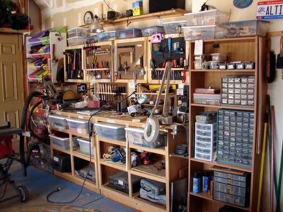 Small woodshop bench ideas maybe you can get some ideas for Small basement workshop ideas