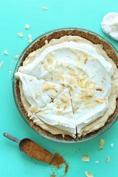 EASY Coconut Cream Pie that's #Vegan #Glutenfree! 10 ingredients, so creamy and coconutty! #pie #coconut #recipe #easy