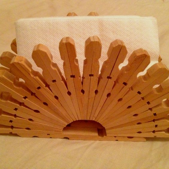 Porta tovaglioli con mollette per i panni my hobbies future projects pinterest - Mobile legno fai da te ...