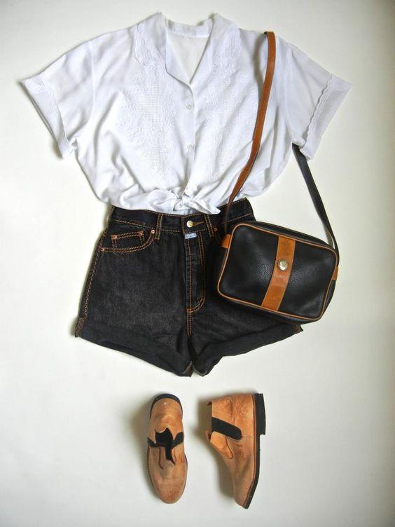 Camisa Bordados R$ 40,00 ...TAM G  Shorts cintura alta R$ 40,00 ....TAM 40/42  Bolsa coura R$ 45,00  Botina Obra ....MINHA , quem quiser encomenda! ;)