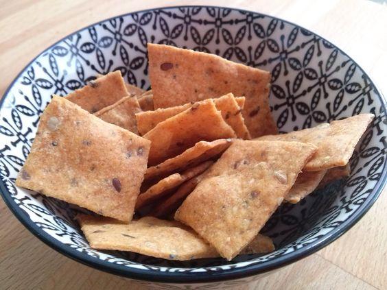 ..crackerini integrali di pasta madre alla paprika e semi misti..