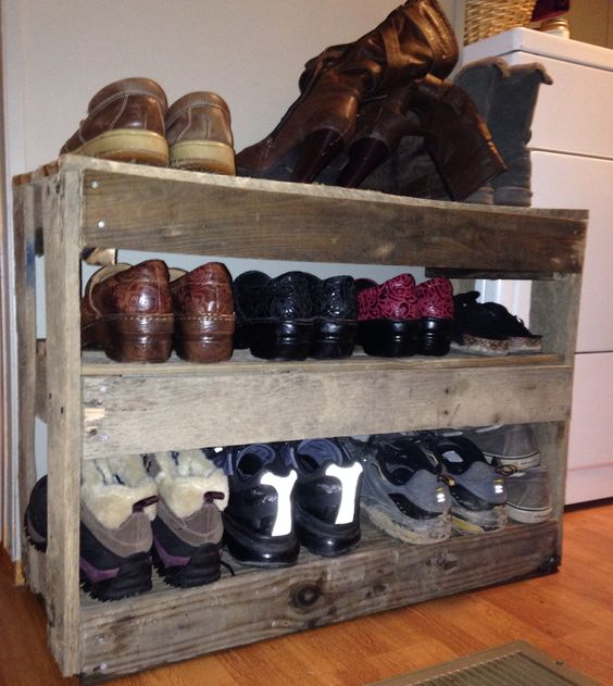 Pallets shoe racks and shoes on pinterest for Shoe rack made from pallets