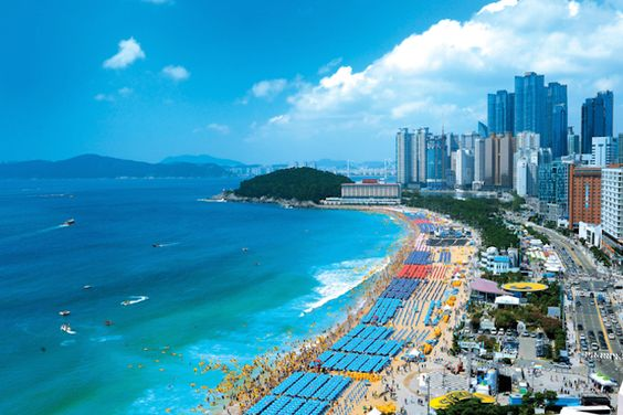 Bãi biển Haeundae tại Busan tràn ngập ánh nắng và gió trời